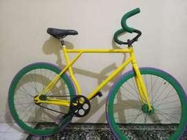 Dijual sepeda fixie kesayangan