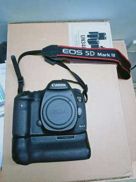 Shutter Count 18494 only Canon EOS 5D Mark 3 with Kit Lens