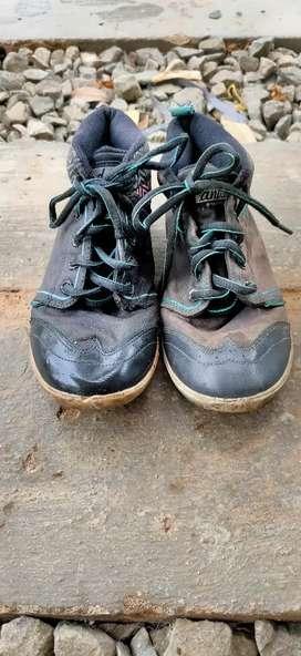 Sepatu hitam hijau