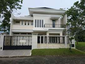 Rumah Mewah di Telaga Golf Indah Araya Malang