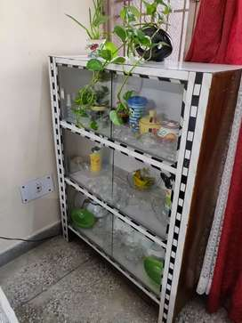 Wooden rack with glass window