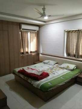 2/3Bhk Furnished-AC,Beds,Sofa,Dining,Fridge