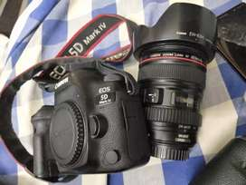Canon 5d mk4 with 24-105 lens I.S.1 lens