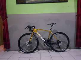 Sepeda Roadbike TREK