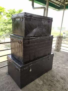 Metal shifting boxes (combo of 3)-   (price negotiable*)