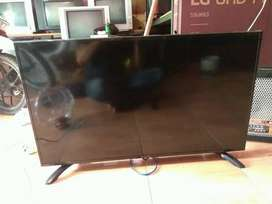 SHARP Aquos 40 INCH LCD LED TV - USB Movie - HDMI - Audio Out
