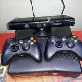 XBOX 360 WITH 2 CONTROLLERS AND 1 KINECT