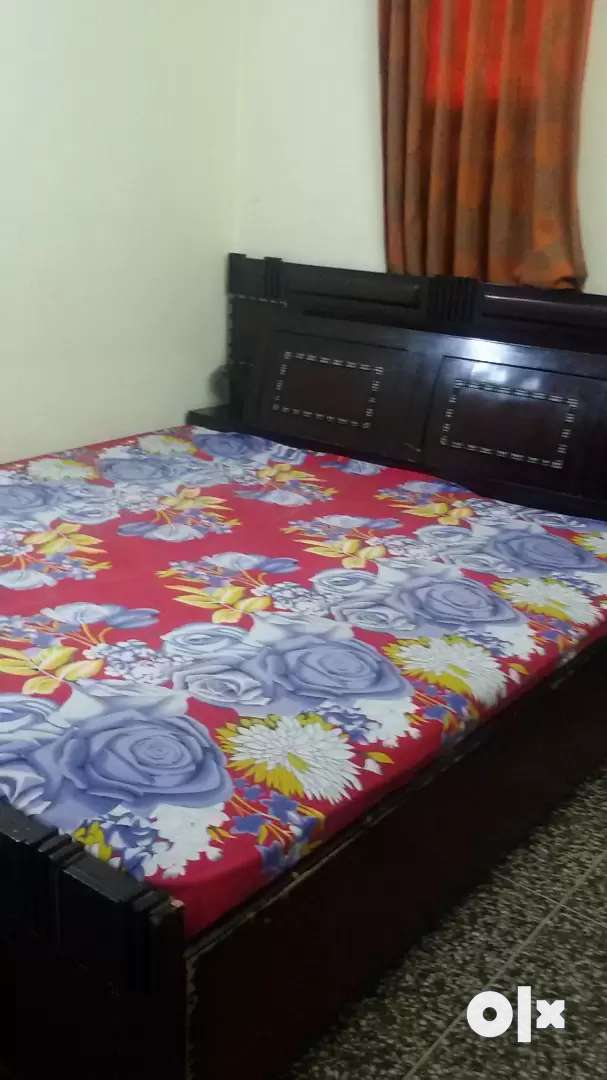 A king size double bed is for sale. 0