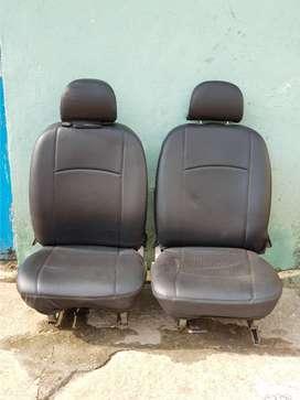 Bolero ZLX, driver and passenger seats
