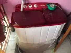 Whirlpool semi automatic washing machine