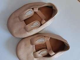 Sepatu anak hello mici