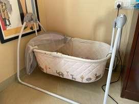 bassinet/ baby cot