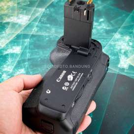 Battery grip BG E14. for Canon 70D 80D. original. baterai batre grip