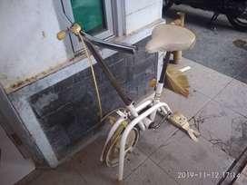 Sepeda duduk tinggal pakai