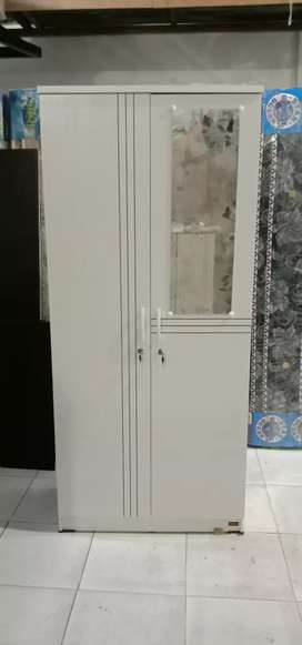 Ready promo lemari pkaen 2 pintu casarini putih.tnggi 180 lbar 80