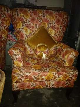 2 bed room chairs with cain coffe tabel high back high finish