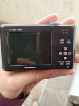 Im selling my camera panasonic lumix in very goog n excellent conditio