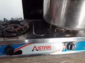 Automatic gassnka chulha r avail in best price .v good condition