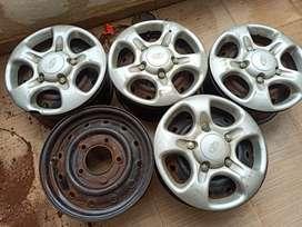 Scorpio/Thar/Jeep/ bolero rims with wheel covers