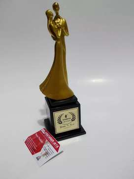 Patung Wedding / Kado Wedding / Piala Wedding / Piala Pernikahan