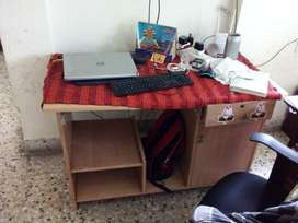 Computer table