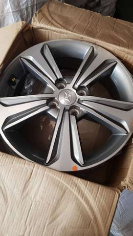 I Want To sell Hyundai Verna Fludic 2017 Alloy