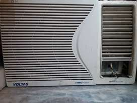 Voltas air conditioner.            Model-1 Tonne      Age-3to 4 years
