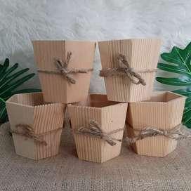 Pot kayu jati belanda