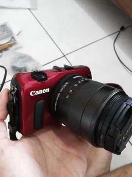 Mirrorless Canon EOS M Lensa kit 18-55 mm mulus tinggal pakai