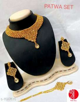 Necklace with one pair of earring