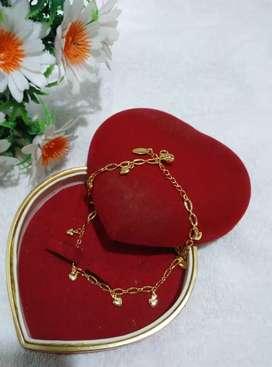 perhiasan xuping gelang kaki motif love