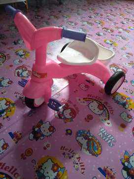 Becak anak warna pink.