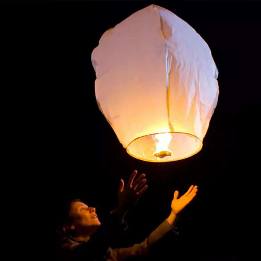 5 SKY LANTERNS - FREE HOME DELIVERY 0
