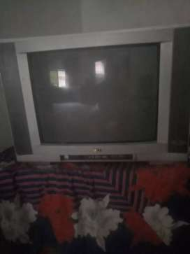 l.g t.v in good condition 21' 200 Chanil and two games bullet in