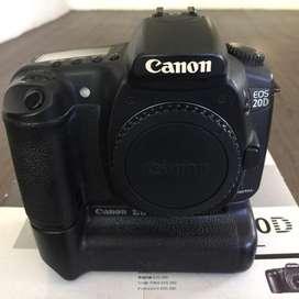 Canon EOS 20D body + Battery Grip BG E2 + Battery Magazine BGM-E2