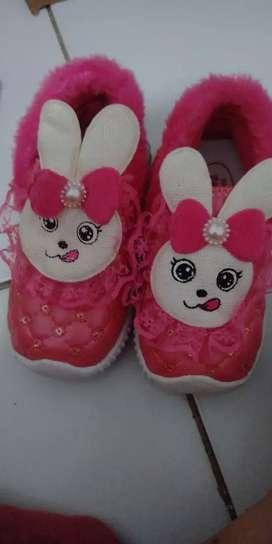 Sepatu anak lucu perempuan dan lakilaki
