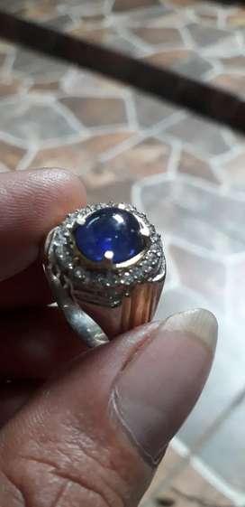 Batu safir biru tua