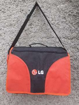 tas slempang LG