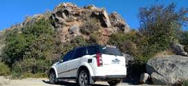 XUV500 Top Condition with Black Roof