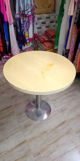 BEAUTIFUL ROUND TABLE.