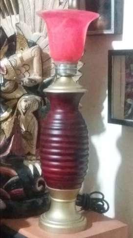lampu antik dimeja