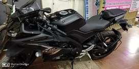 Selling my bike Yamaha r15 v3, mate black