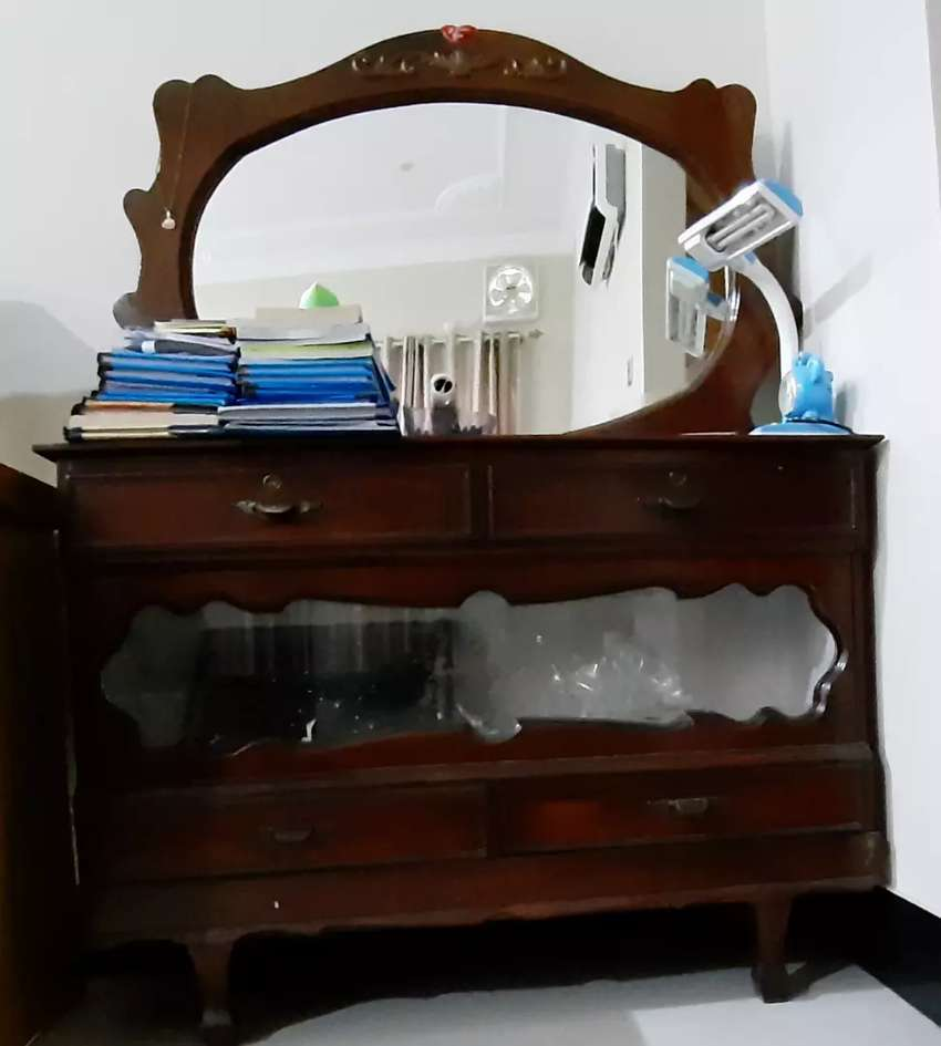Dressing table with stool 0