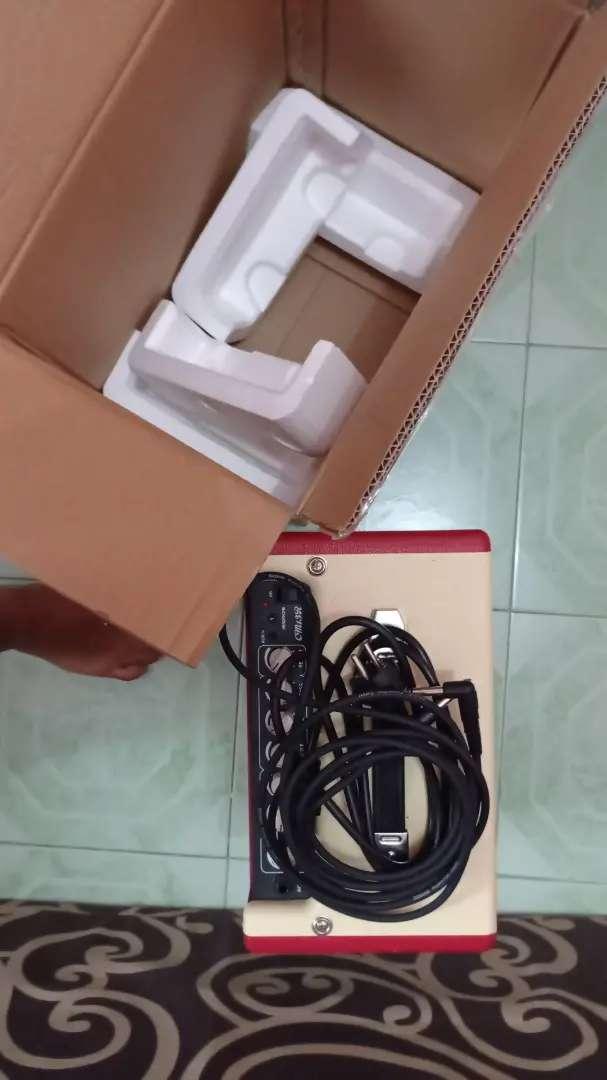 Amplifier mini cort + kabel jack 1,5 meter