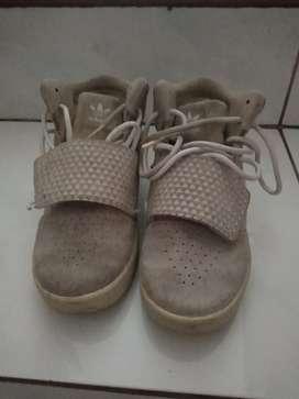 Sepatu anak Adidas Tubular Original