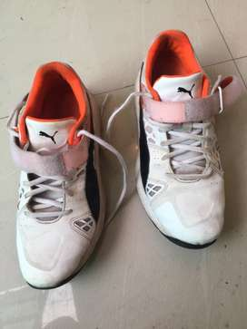 Cricket bowling shoes for medium pacer and spinner