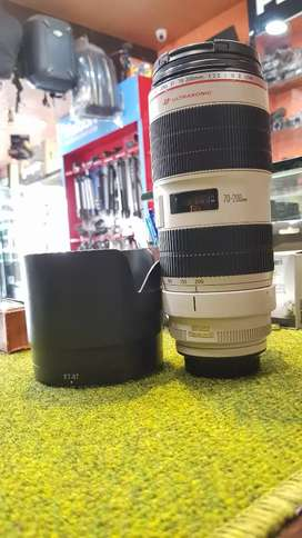 Canon 70-200 f/2.8 L IS II USM (Mint Condition - Scratchless piece)