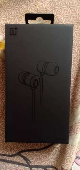 One plus 7t pro original headphone & with flip cover one plus 7 pro