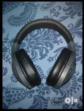 boAt Rockerz 550 Over-Ear Wireless Headphone with Ergonomic Aesthetics