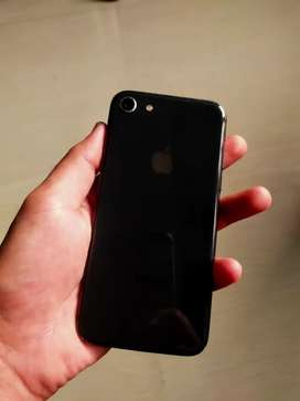 i phone 8 64 gb in mint condition  with charger and headphones
